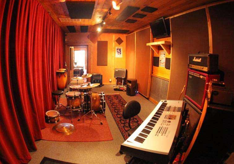 Learn here with Recording Connection! Peach Street Studios, Bozeman MT