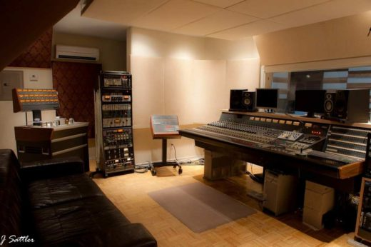Control room in 5th Street Studios