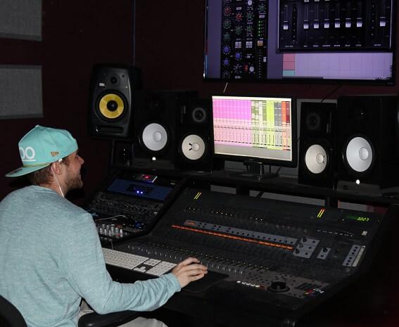 Recording Connection grad audio engineer Frank Demilt